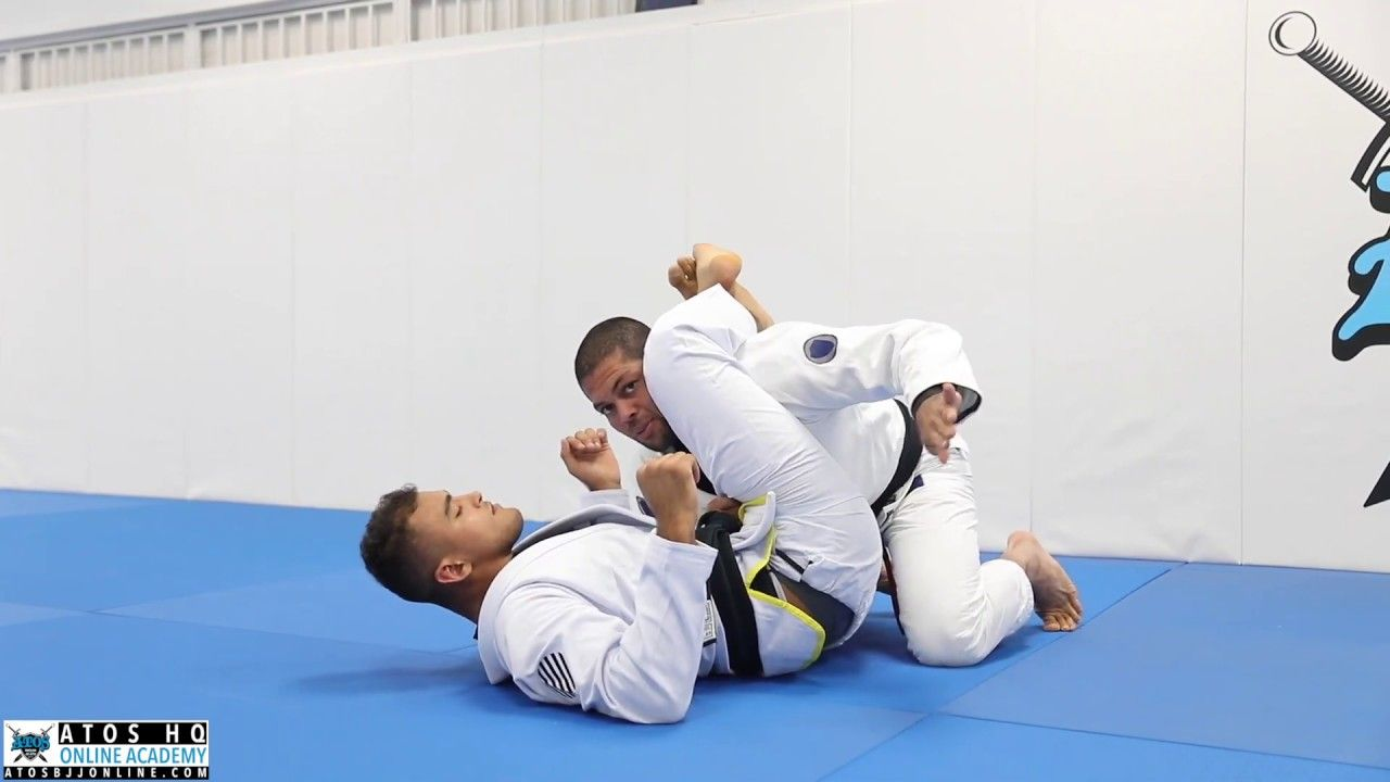The Most Effective Way To Escape A Triangle Choke By Andre Galvao Youtube In 2020 Jui Jitsu Andre Galvao Martial Arts