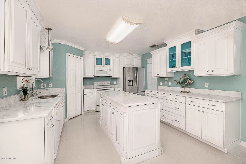 1542 Sorento Cir West Melbourne Fl 32904 Mls 883880 Zillow In 2020 Lakefront Homes Living Dining Combo West Melbourne