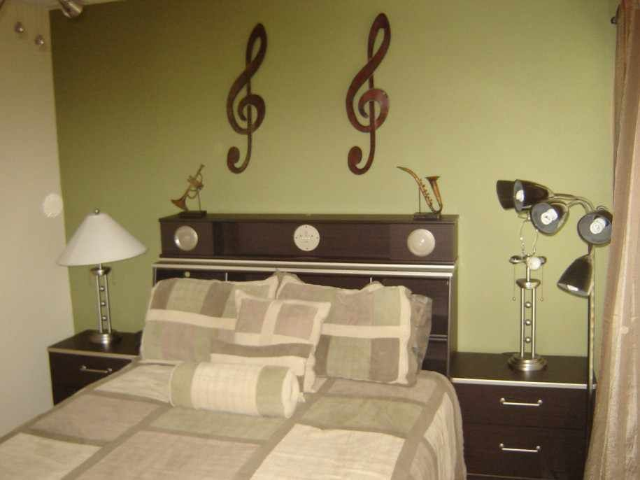 Simple Music Themed Bedroom Ornament And Unique Night Lamp Design - Music themed bedroom decorating ideas