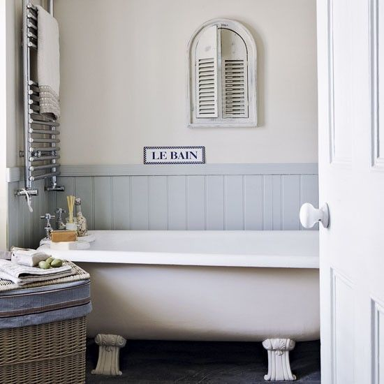 Small Country Style Bathroom