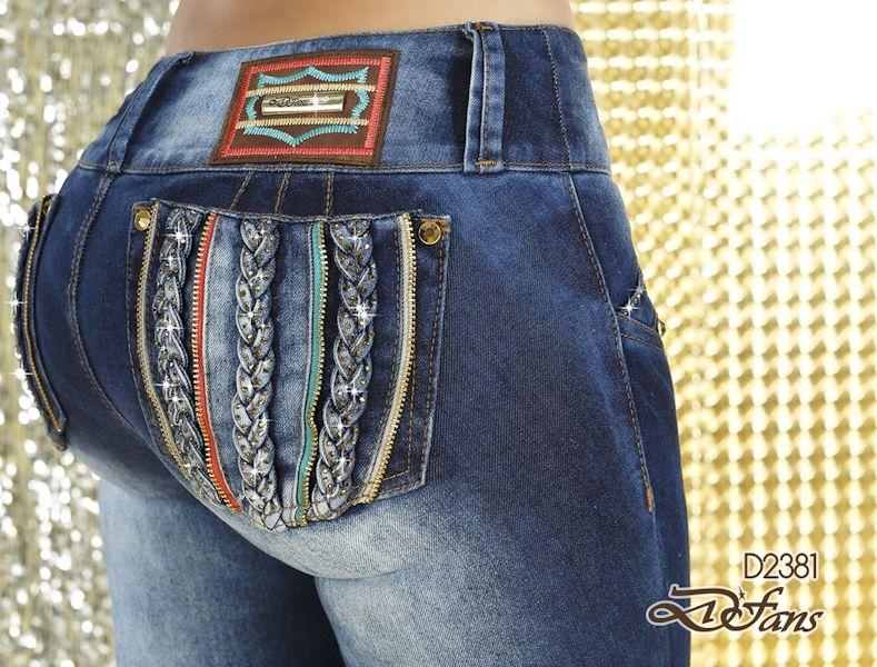 Espectacular este jean oscuro con detalles coloridos en los bolsillos y cremalleras! Ref:D2381 http://buff.ly/1qx3XuG