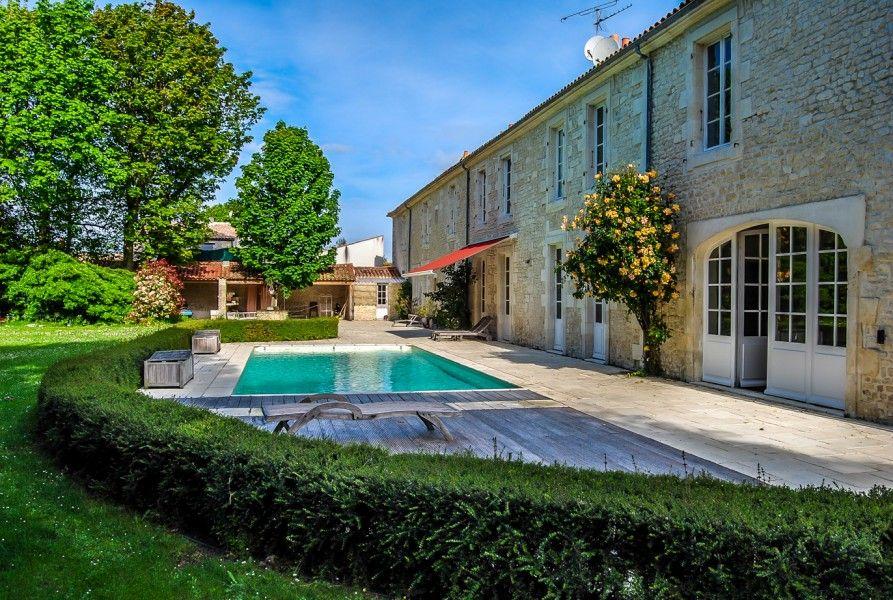 maison de reve superbe maison charentaise r nov e pres de la rochelle avec piscine maisons de. Black Bedroom Furniture Sets. Home Design Ideas
