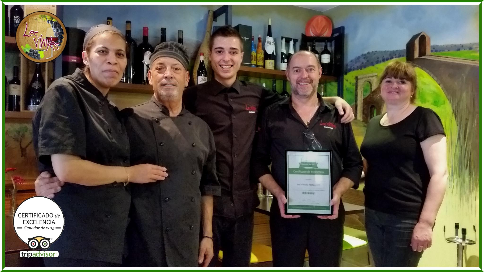 Hemos recibido el Premio a la Excelencia 2015 de @TripAdvisorES. Una foto con parte del equipo de Les Vinyes mostrando, con orgullo, el #CertificateOfExcellence