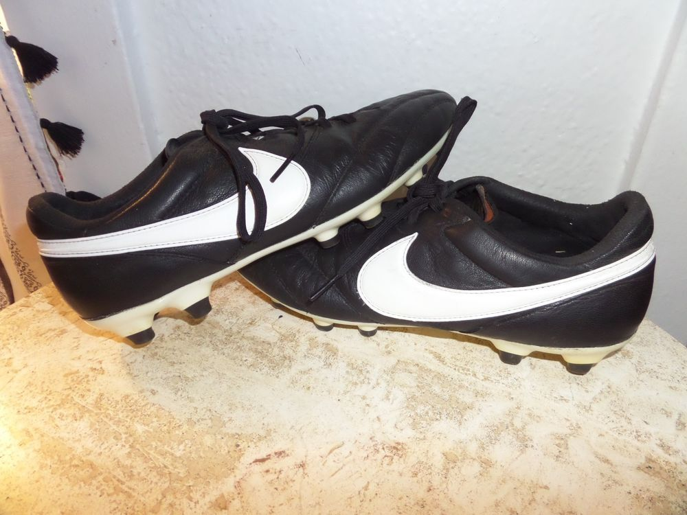 40 used nike mens premier low soccer cleats black and