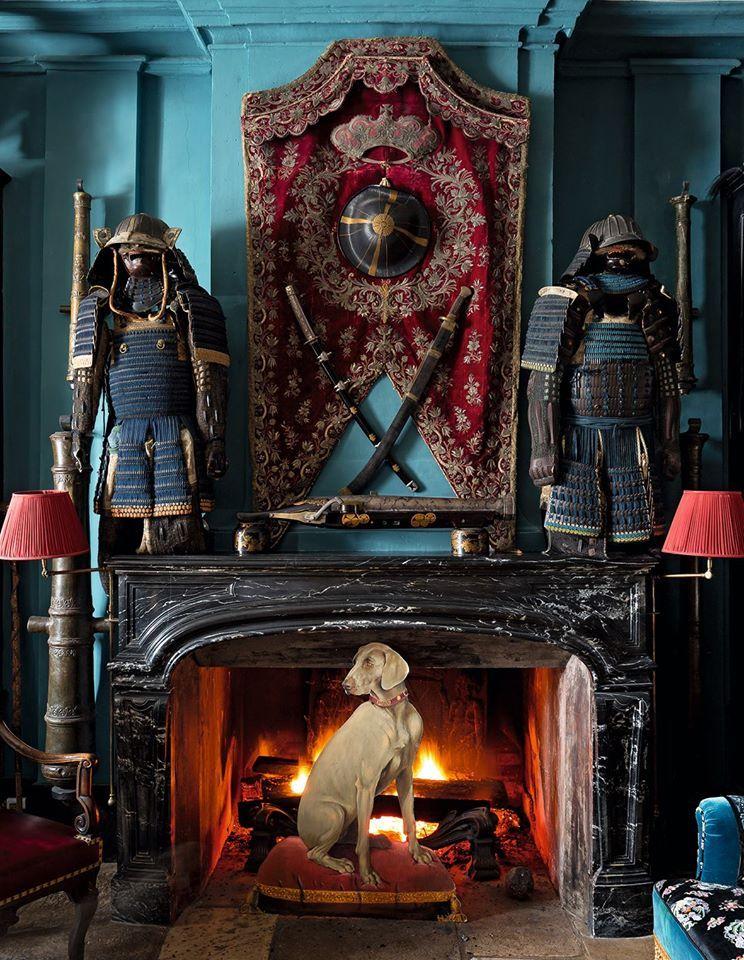 ch teau du champ de bataille la salle d 39 armes une armure de samoura du xviii s sur la. Black Bedroom Furniture Sets. Home Design Ideas