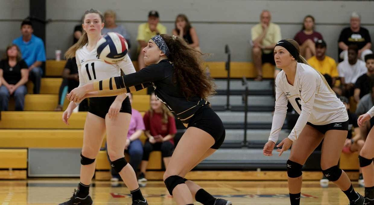 Volleyball Struggles In Aac Road Matches Volleyball Aac Match