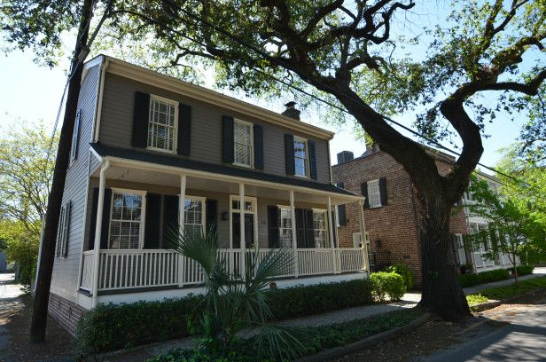 Dd Williams House 3 Bedroom Right Off Bay River Street Stay Savannah Ga Short Term Vacation Rentals Vacation Rental House Vacation