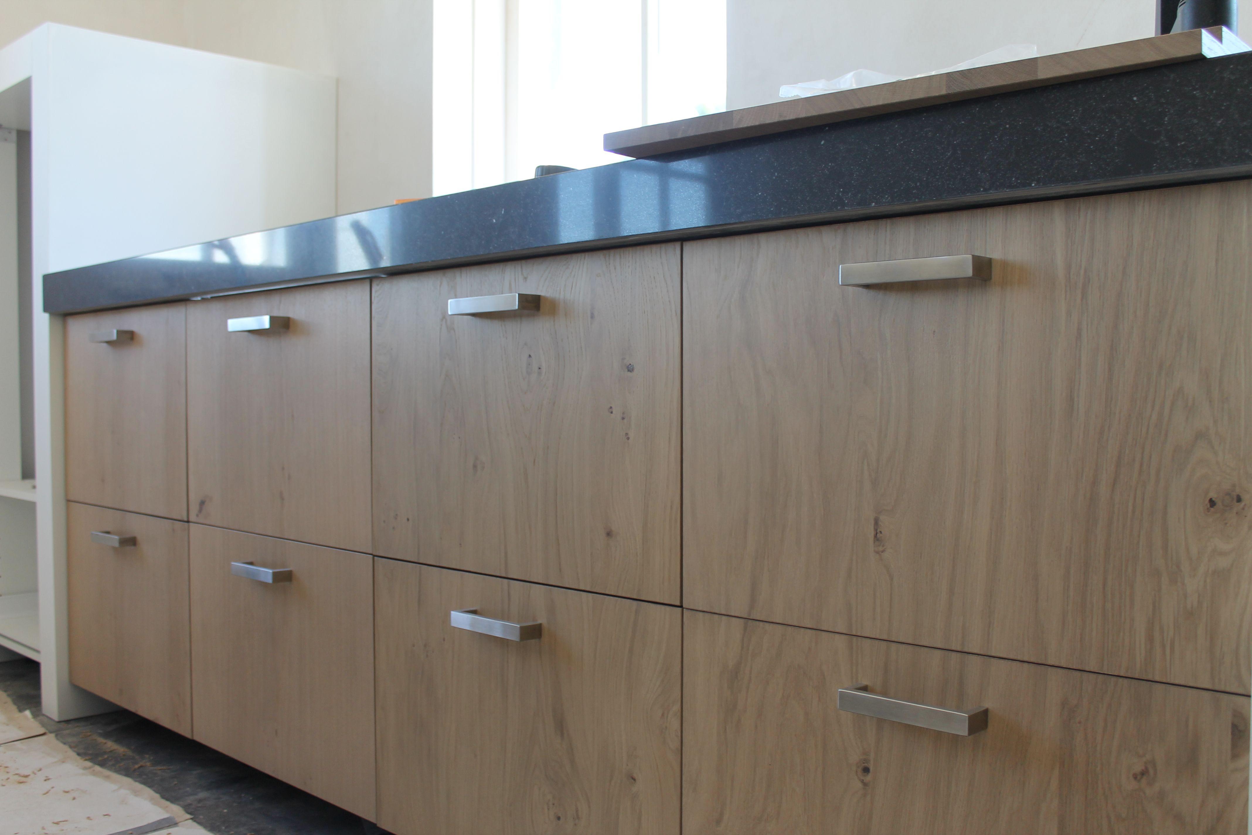 Küchenabdeckung Beton eiken keukens bij ons altijd met doorlopende houtstructuur bij laden