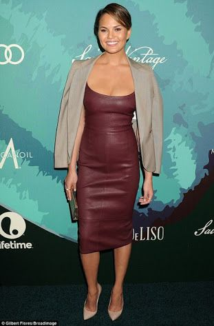 wine leather outfit - Buscar con Google