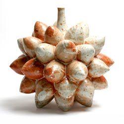 Untitled form by Korean ceramic artist Jahng Soo Hong 장수홍 (b.1949?). via Korean Ceramic Art