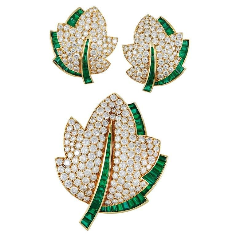 Van Cleef and Arpels Emerald Diamond Gold Leaf Brooch Set For Sale at 1stdibs