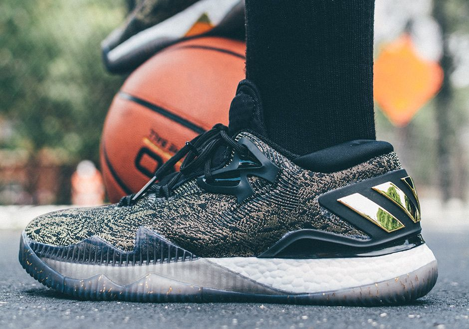 Pirata Arena Indiferencia  adidas Crazylight Boost 2016 Is Better Than Ever in Black & Gold James  Harden PE - SneakerNews.com | Sneaker magazine, Best basketball shoes, Best  sneakers