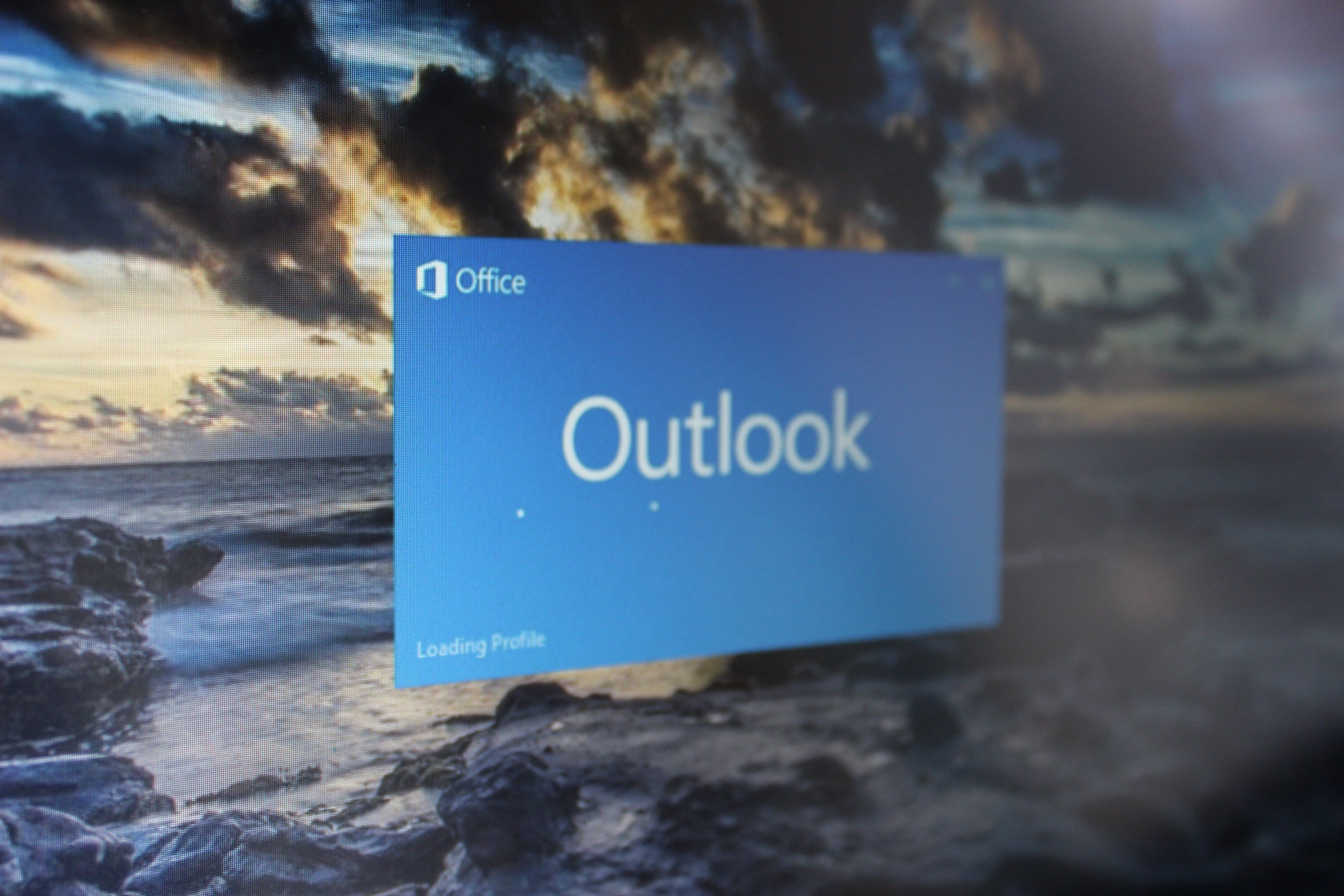 Popout functionality for OutlookMail app on Windows 10