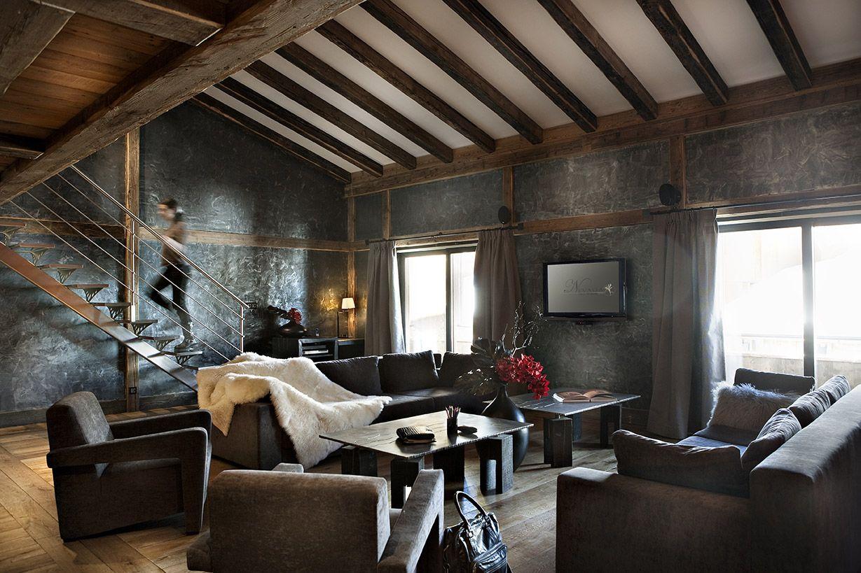 Salon Chalet Moderne Et Luxe Canapé En Cuire Escalier Métal - Formation decorateur interieur avec canapé haut de gamme