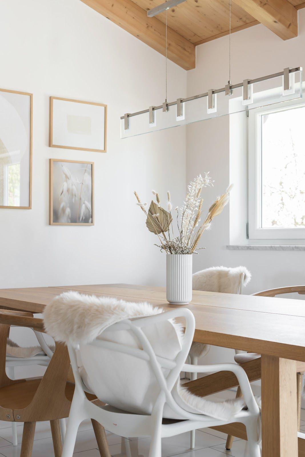 TROCKENBLUMEN SIND WIEDER IM TREND #Dried flowers #interior #diningroom #flowers #interiordesign #lyngby #whiteinterior #white #homedecor #inspohome #scandinavian #minimalsm #nordicliving #nordichome #home #myhome #purist #homesweethome