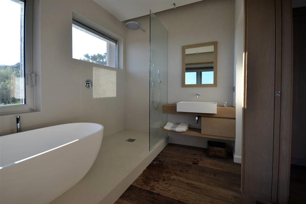 Le b ton lisse tr s min ral avec ses nuances de coul e - Beton mineral salle de bain ...