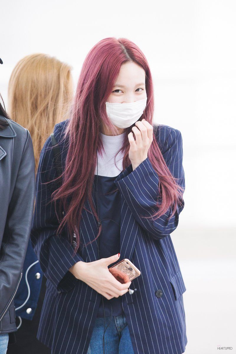 Twice Nayeon Just Dyed Her Hair Pink Here S What She Look Like Koreaboo Dark Pink Hair Pink Hair Dye Pop Hair
