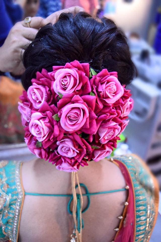Lovely floral hairstyle #marriagehairstyledesign | Bridal hair buns, Diy wedding hair, Floral hair