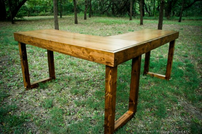 Sweet Standing Desk Looks Like 4x4 S Stained For The Legs Diy