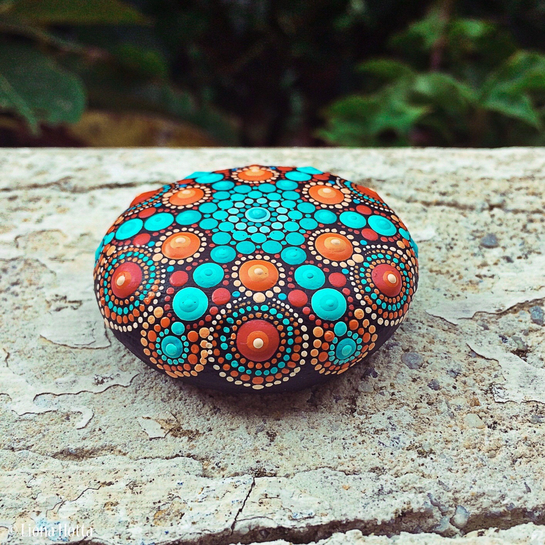 Stone Mandala Hand Painted (junior, blue red) de LionaHotta en Etsy https://www.etsy.com/es/listing/538259582/stone-mandala-hand-painted-junior-blue