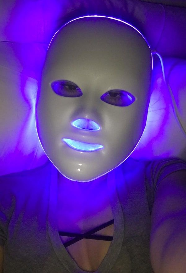 Kourtney Kardashian Shows Off Wild Looking Led Face Mask Pic Light Therapy Mask Led Face Mask Antiaging Mask