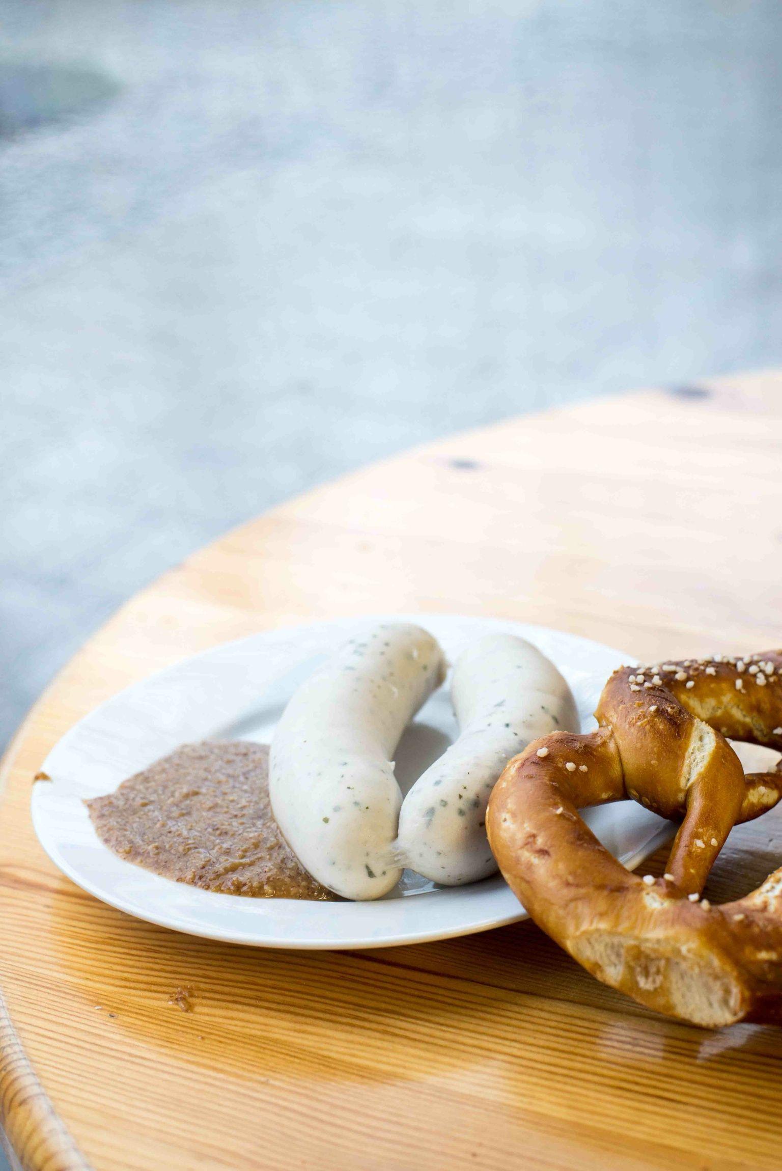 Mittags In Munchen Tipps Fur Den Viktualienmarkt Essen Munchen Weisswurst Essen Lebensmittel Essen