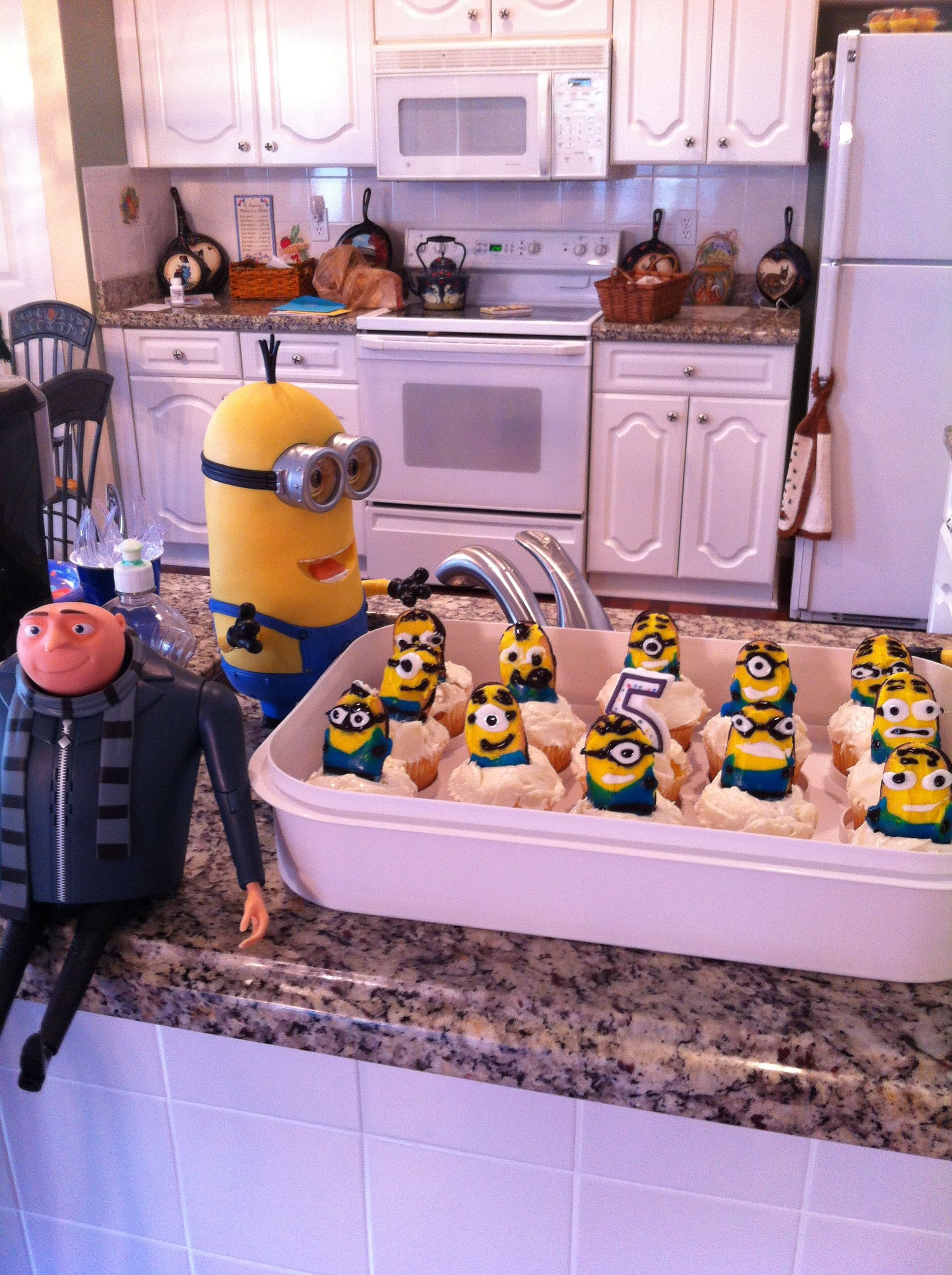 Minion Cupcakes With Milano Cookies Home Stuff Milano