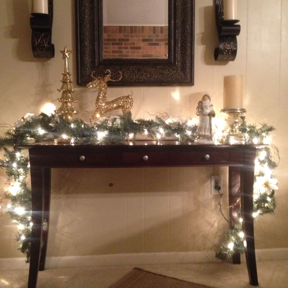 27+ Decorating foyer table for christmas ideas