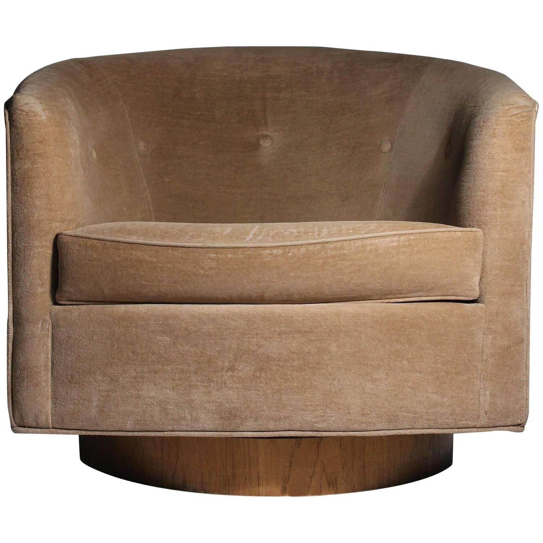Milo Baughman Swivel Barrel Back Tub Club Lounge Chair
