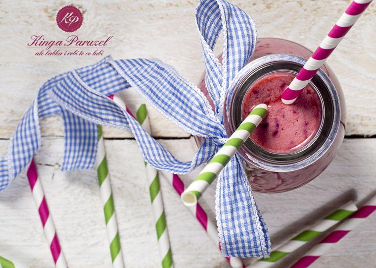 koktajl z jagodami  i lnem oraz koktajl z malinami i chia - cocktail with #berries and #flax and a #cocktail with #raspberries and #chia  http://kingaparuzel.pl/blog/2014/07/koktajl-chia-i-len/