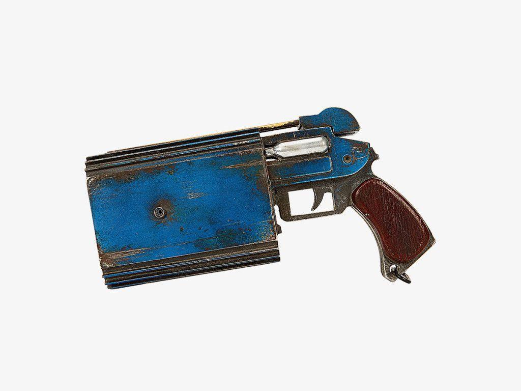 Trandoshan doubler on a target pistol ©LUCASFILM 2015 Gallery Image
