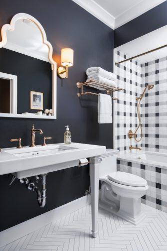 Banheiro xadrez preto e branco