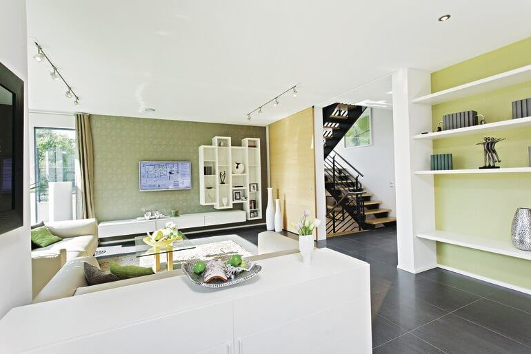 Inspirational CityLife Haus WeberHaus Helles Wohnzimmer mit offener Treppe Erker TV