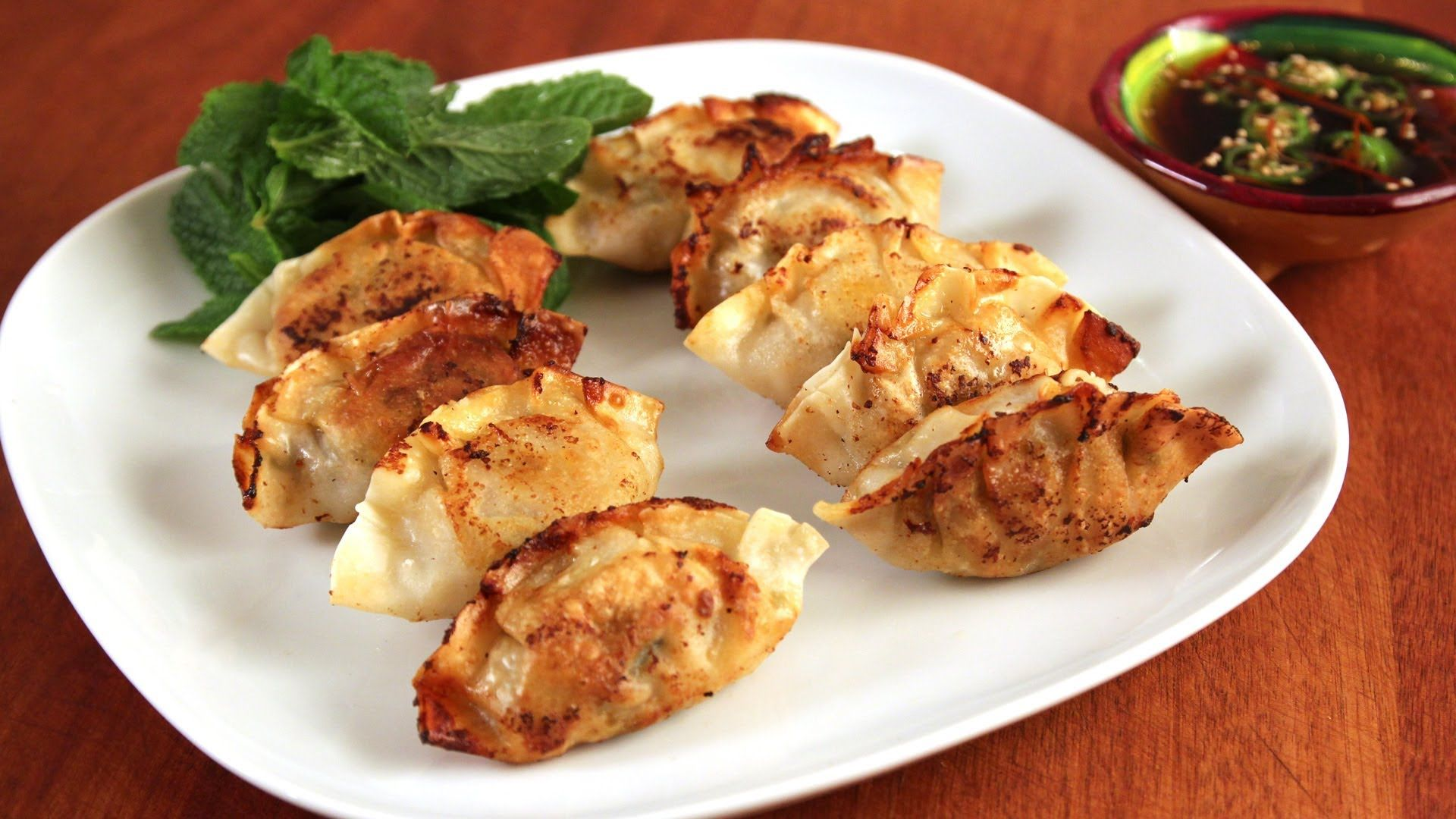 Making mandu (Korean dumplings: 만두)