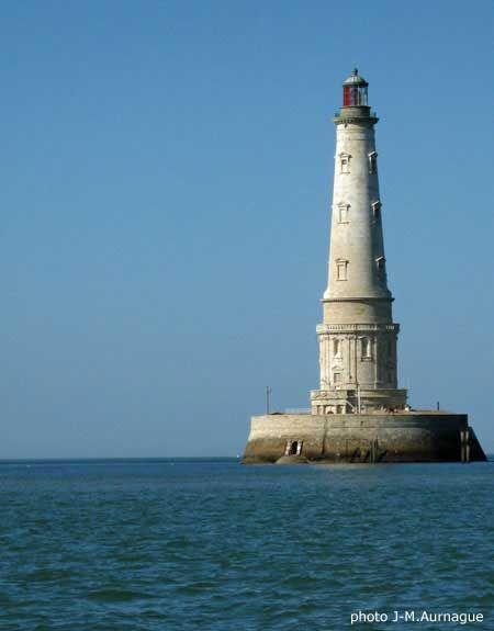 Phare De Cordouan Situe A L Embouchure De L Estuaire De La Gironde Et Visible Depuis La Cote Charentaise Monument S Phare De Cordouan Phare Charente Maritime