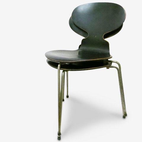Paire De Chaises Fourmi Arne Jacobsen Annees 7 A Retrouver Sur Kolectiv Design Chaise Fourmi Chaise Fourmis