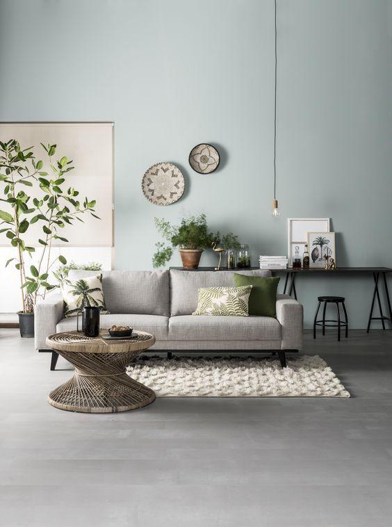 Green House | woonkamer, rotan tafel, grijsblauwe muur, botanische ...