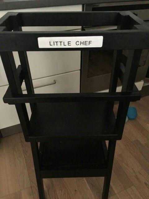 Projekt lille køkken hjælper 2. Skilt foran. Brugt små stickers til ...