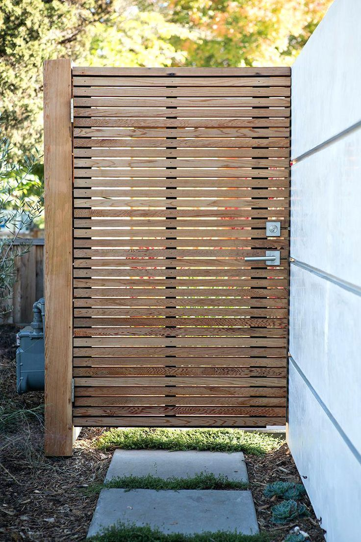 Wooden garden gates Garden gate Wood Rustic Vs Modern design garden New After Mas  - Terrasse holz-beton -
