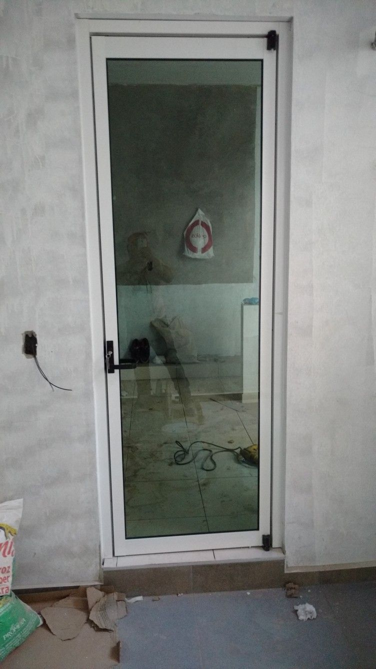 Puerta De Aluminio Contramarco 3 Marco De Cerco Cristal Tintex 6 Mm Puerta Colocada En Cocin Puertas De Aluminio Canceleria De Aluminio Marcos De Aluminio