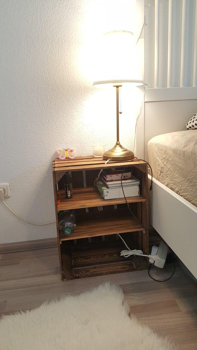 alte weinkiste als nachttisch wohn design. Black Bedroom Furniture Sets. Home Design Ideas