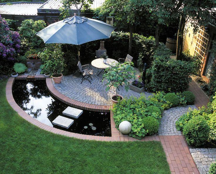 Stadtgarten mit Sitzplatz, Hecke und Wasser, schattig garten - terrassengestaltung mit wasserbecken