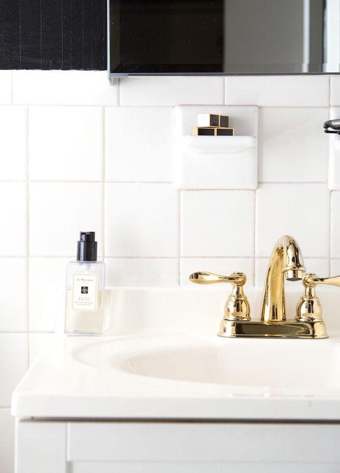 A Teen Vogue Editors Stylish Rental Bathroom Makeover Via - Rental bathroom makeover
