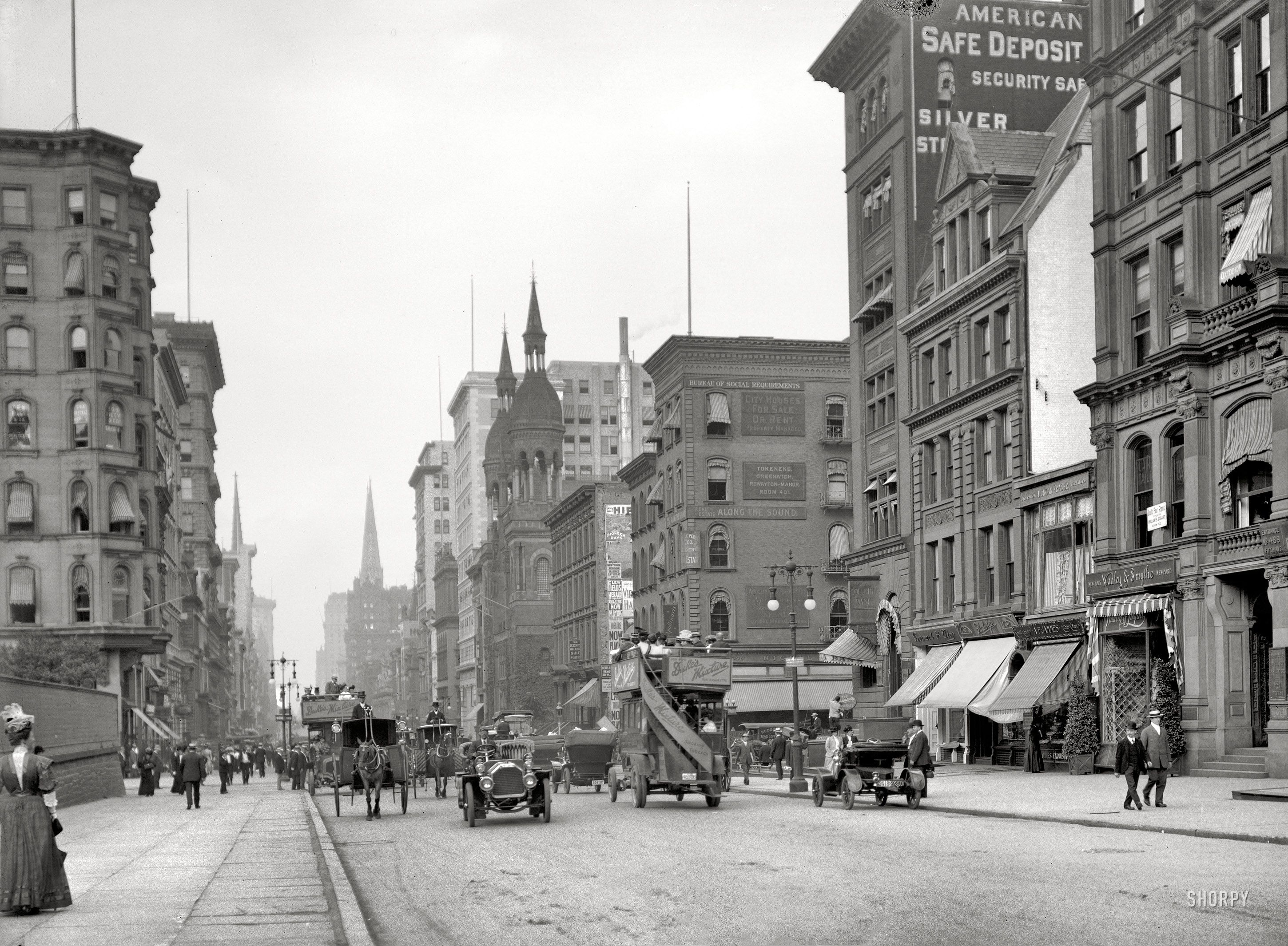 New York Circa Fifth Avenue Near 42nd Street