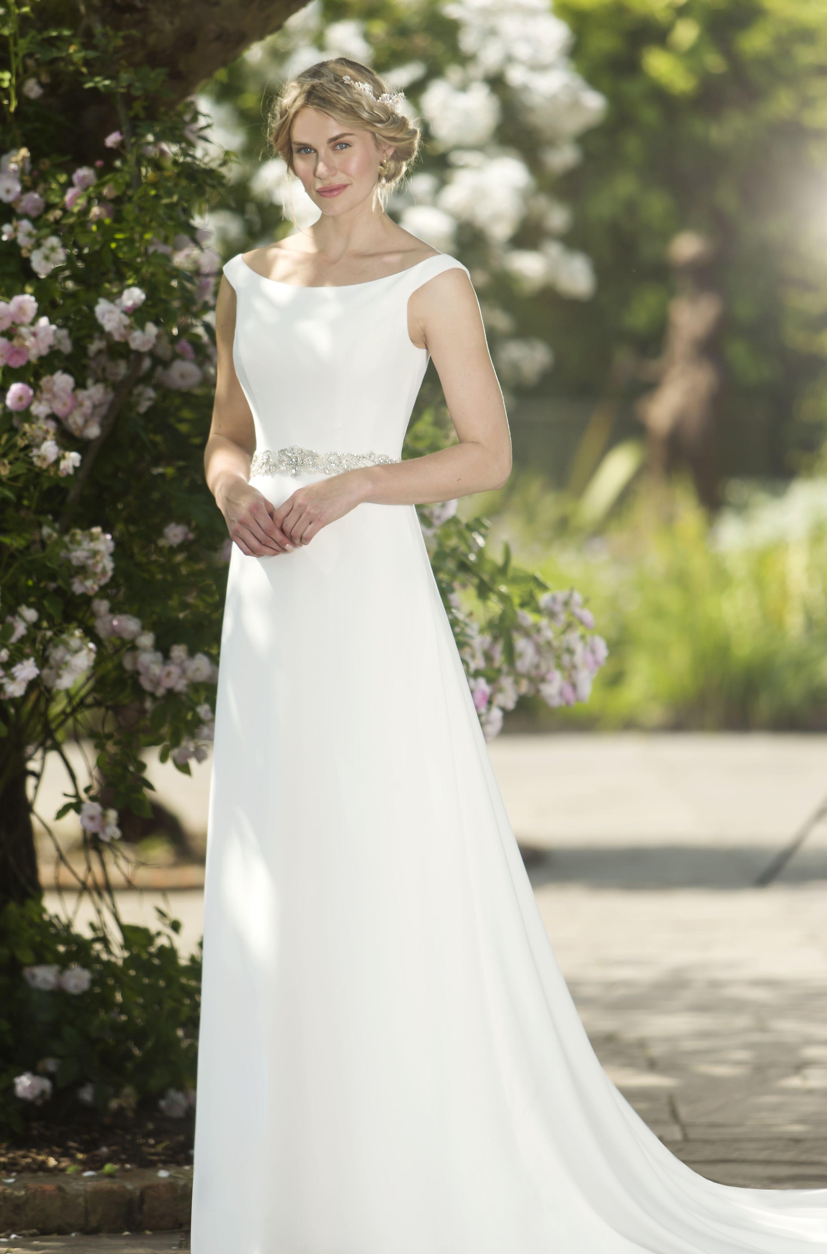 Clara wthis simple yet chic chiffon sheath wedding gown
