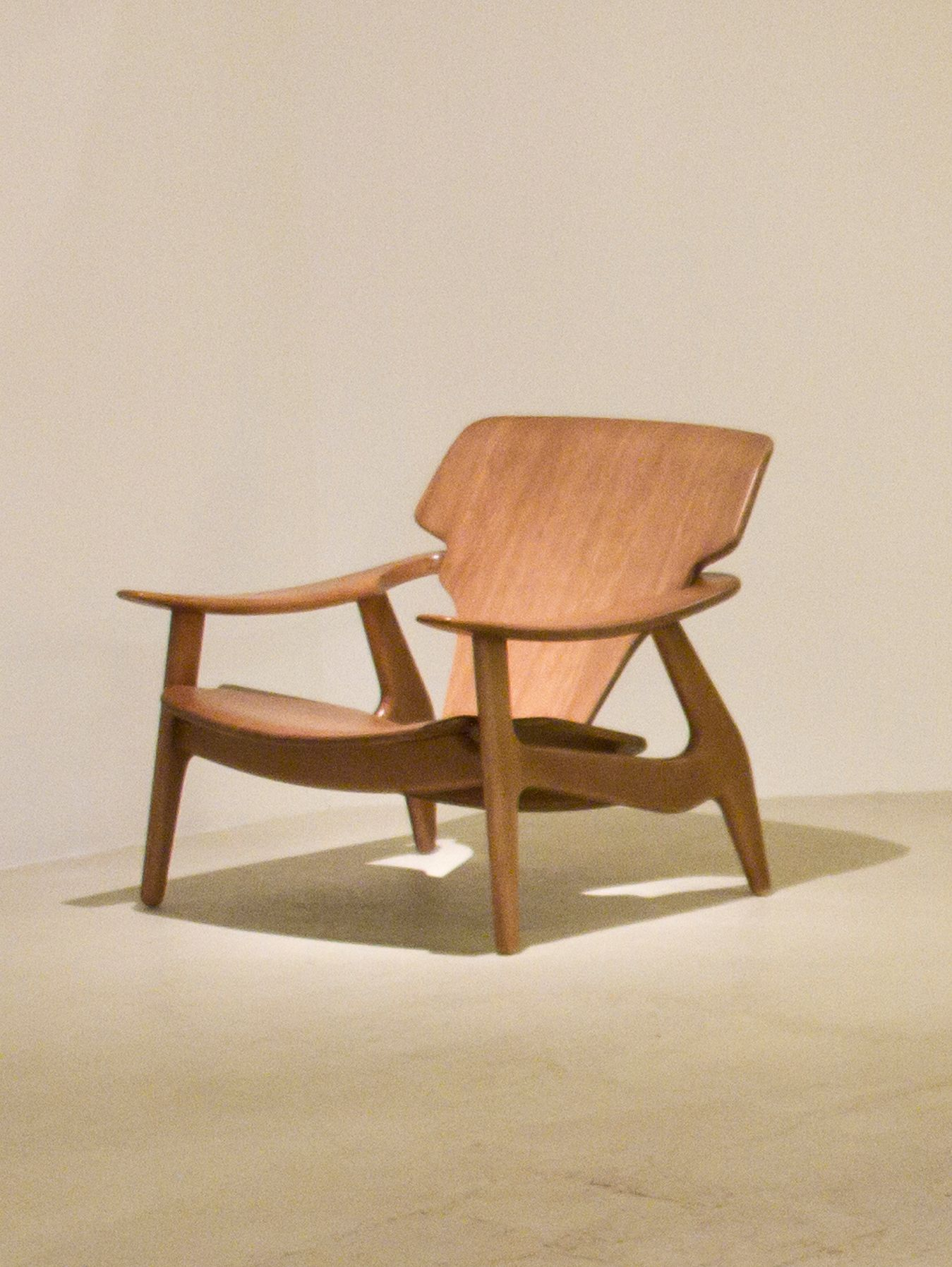Diz armchair designed by Sergio Rodrigues. Available at ESPASSO. Midcentury modern Brazilian design.