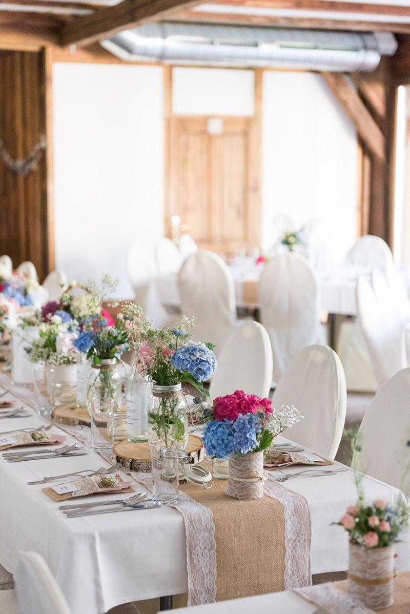 Diy Vintage Hochzeit Am Vedahof In Oberösterreich Tischdeko Mit Alten Marmeladengläsern Und Dosen Und Jute Und Sp Vintage Hochzeit Tischdeko Hochzeit Hochzeit