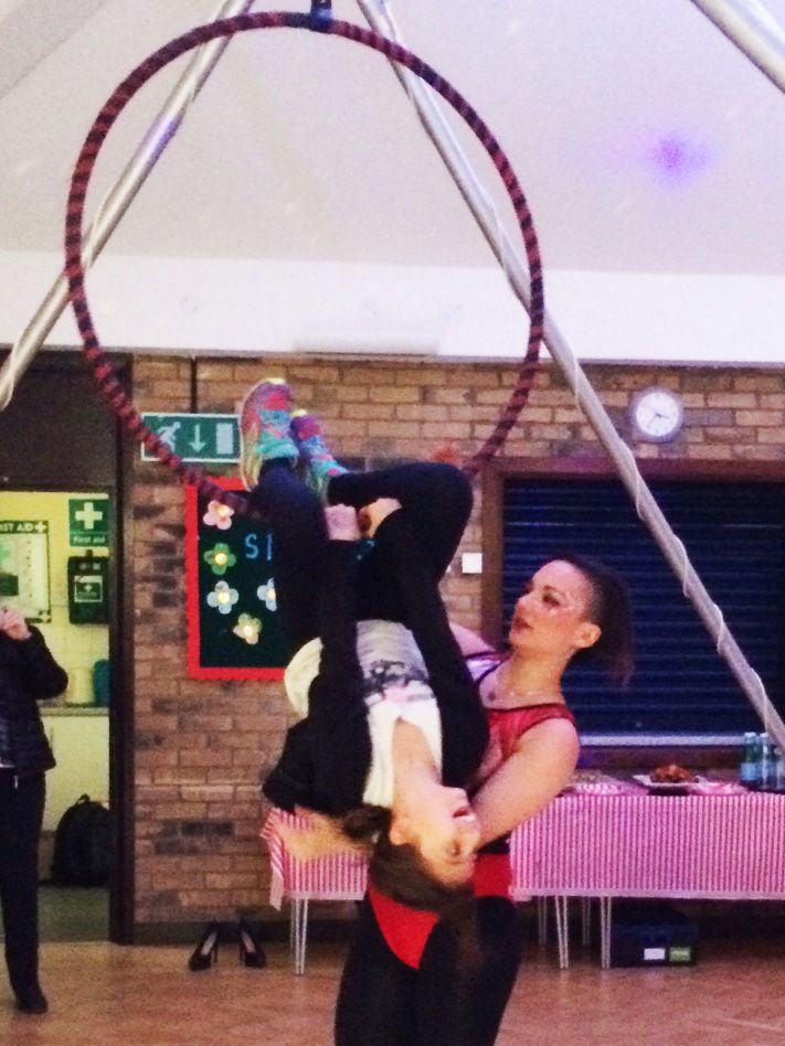 Trapeze Artist For Kids Party Events In London Great Fun For - Childrens birthday party entertainers london