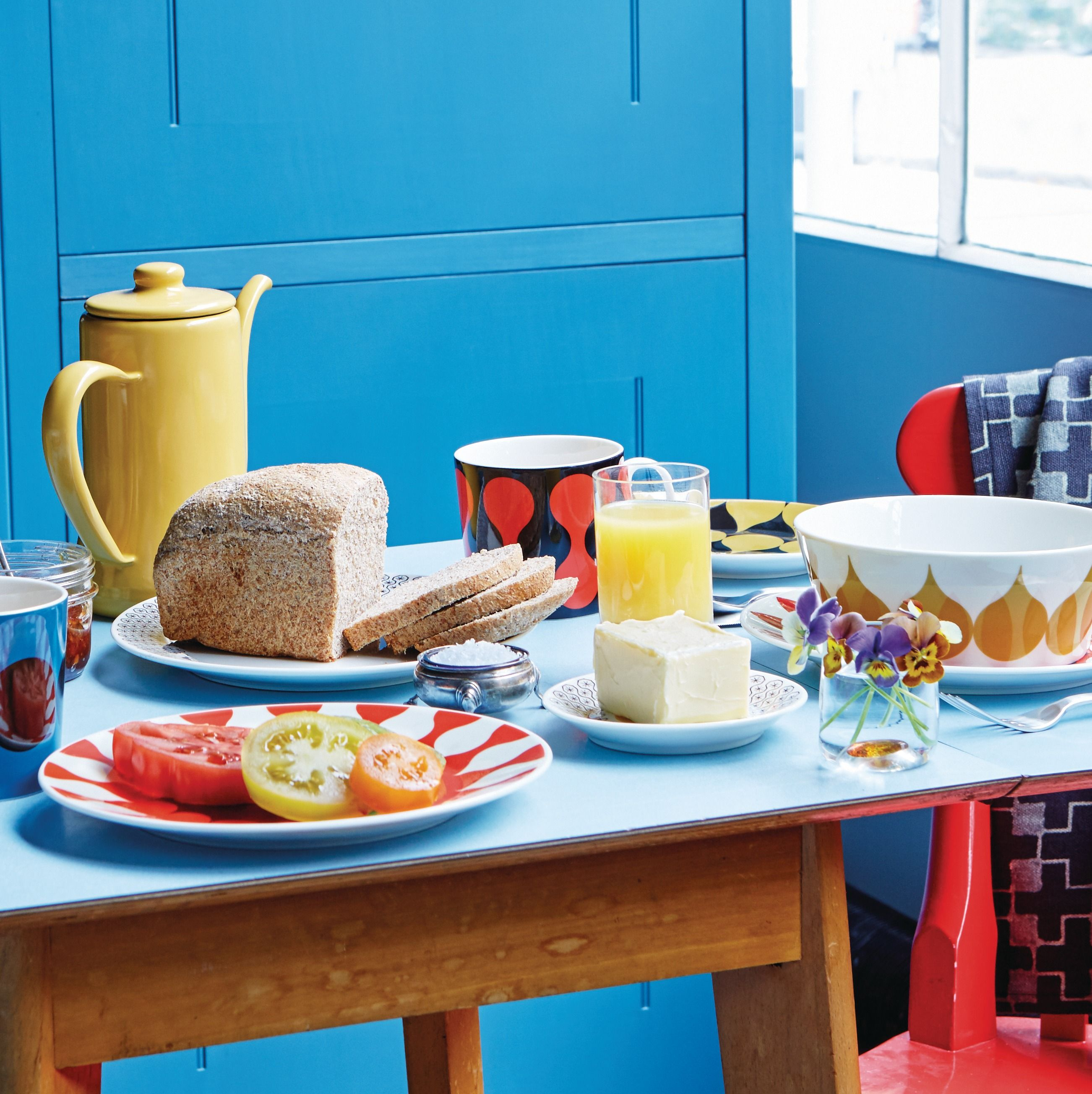 Featuring bold, sunny colours Royal Doulton Charlene Mullen Geometrics is perfect for brightening up your table.