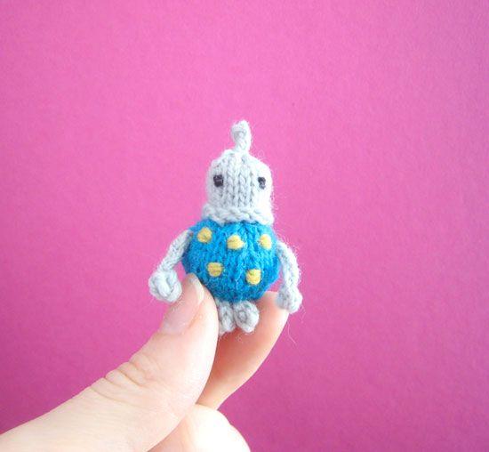 tiny knitting mochimochi